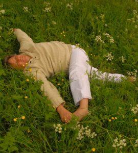zomer buiten yoga, ontspannen in de natuur