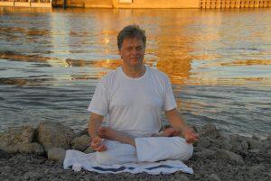 yoga lotushouding boven de zestig