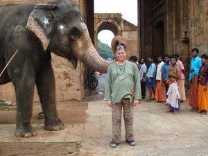 yoga door een yogi en de yogareizen in India