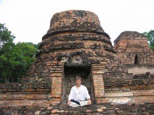mediteren bij een tempel