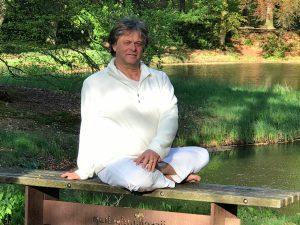 Yoga torsies voor een krachtige rug