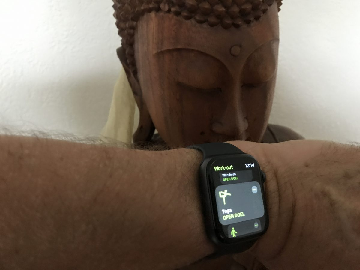 Apple watch 4 yoga review