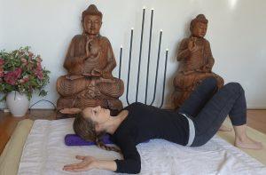 rug yoga asana en backmitra