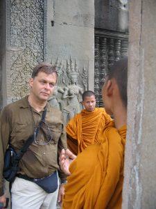 hier en u, samen met monniken